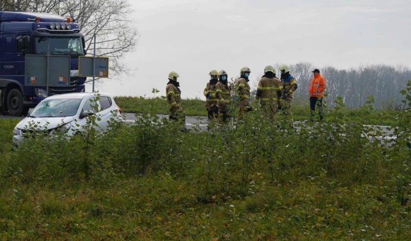 Persoon aangereden door auto langs afrit A50 bij Ravenstein. (Foto: Gabor Heeres, Foto Mallo)