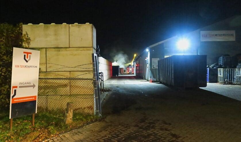 Brandweer bij Van Tuyl metaalrecyling. (Foto: Gabor Heeres, Foto Mallo)