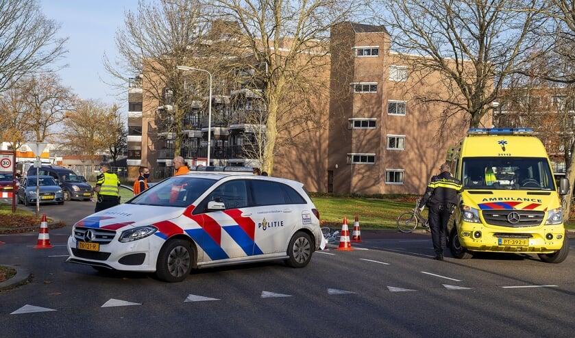<p>Fietsster gewond bij ongeval Joost van den Vondellaan. (Foto: Gabor Heeres, Foto Mallo)</p>