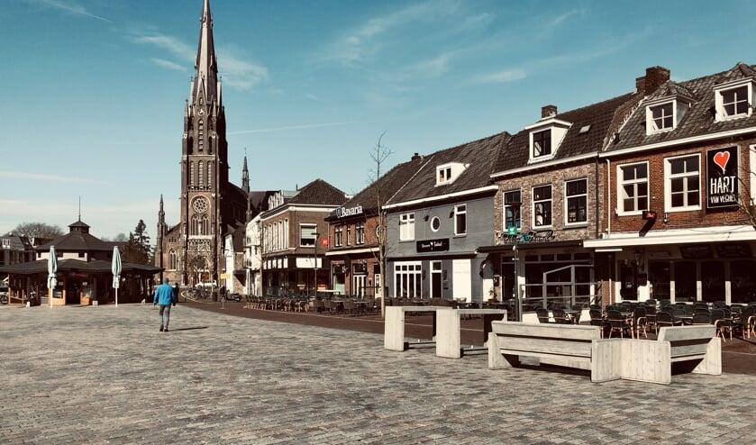 <p>De Markt in Veghel. De caf&eacute;s blijven voorlopig dicht.</p>