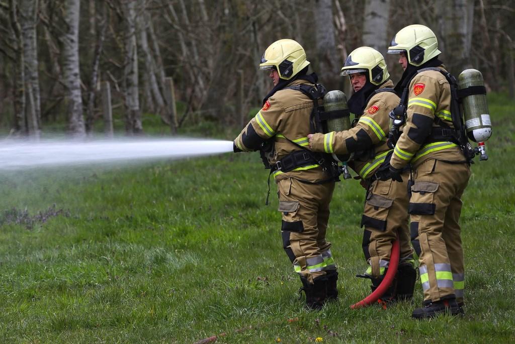 Caravan uitgebrand aan Mugheuvelstraat. (Foto: Gabor Heeres, Foto Mallo)  © Kliknieuws Oss