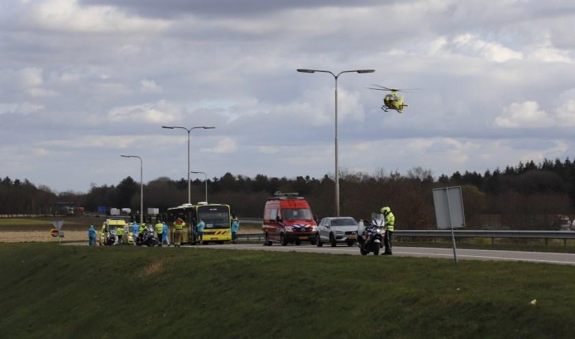 Op de afrit van de A73 nabij Vierlingsbeek, is een IC-bus met zes coronapatiënten met pech stil komen te staan.