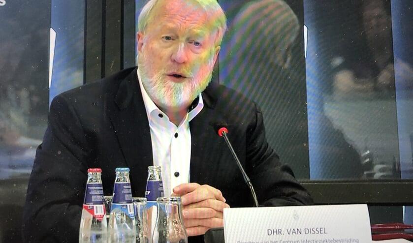 Jaap van Dissel staat de Tweede Kamer te woord.