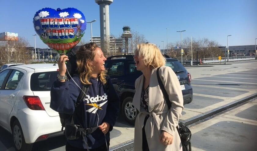 Blijdschap bij moeders nadat Nikki veilig is gearriveerd in Nederland.