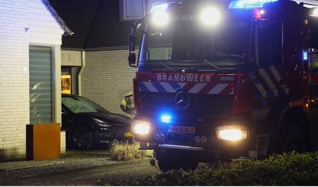 Tesla uitgebrand op oprit van Heesche woning. (Foto: Gabor Heeres, Foto Mallo)  © Kliknieuws Oss
