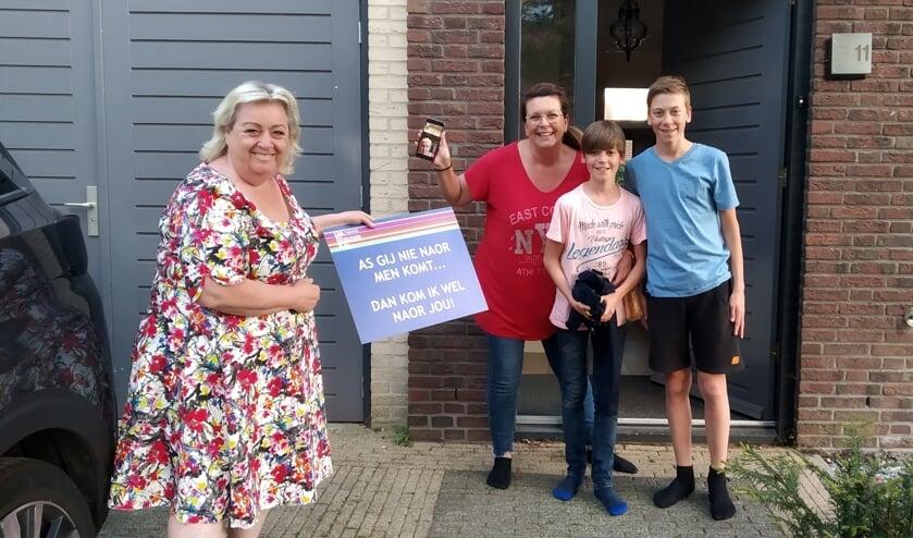 Christel de Laat verrast bezoekers van de Blauwe Kei.