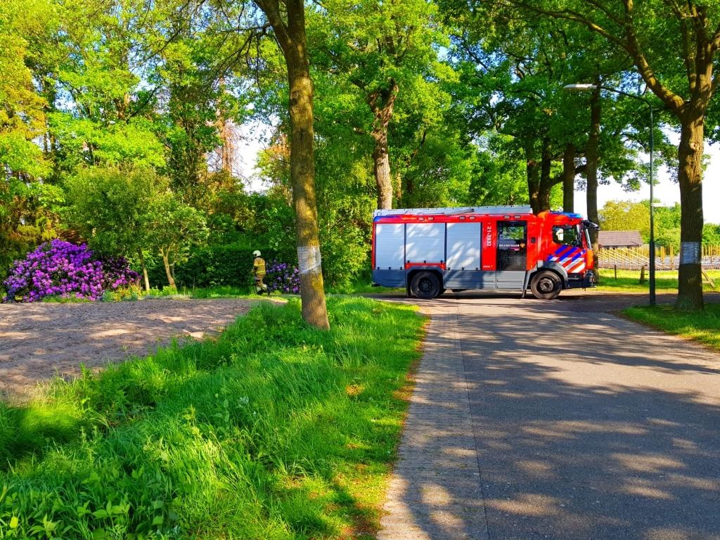 Brandweer blust bermbrand in Veghel Foto: Maarten van Blokland © 112 Brabantnieuws