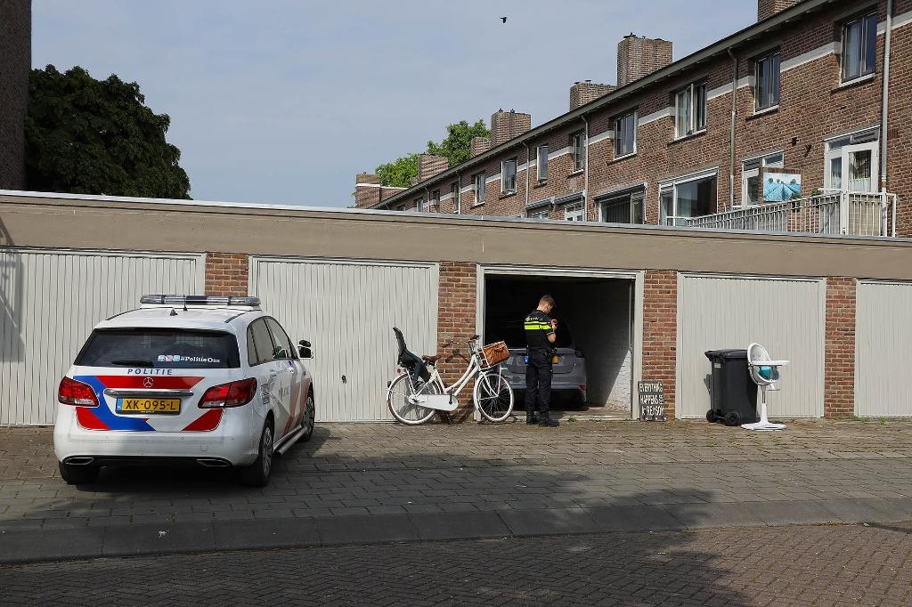 Politieonderzoek bij woning en garagebox Singel 1940-1945. (Foto: Gabor Heeres, Foto Mallo)  © 112 Brabantnieuws