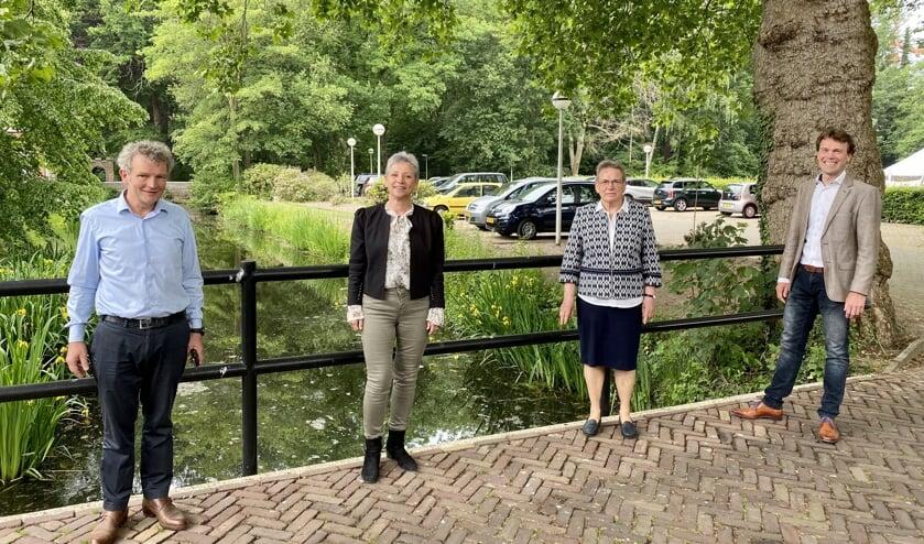 Rijksbouwmeester Floris Alkemade, Marieke van Grinsven (coördinator kloostergemeenschap Franciscanessen), overste zuster Gerda van Gogh en Michiel Wijnen (Zenzo).
