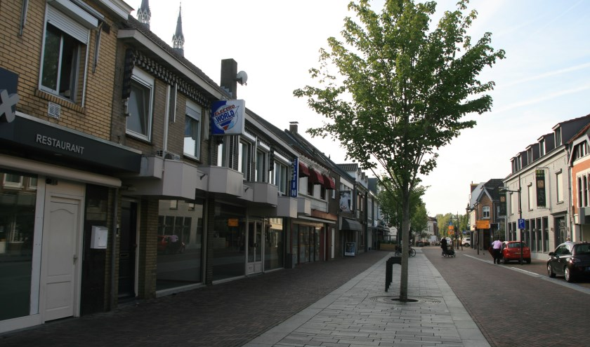 De Grotestraat in Cuijk zou autovrij gemaakt moeten worden om de horeca in deze straat meer (terras)ruimte te geven.