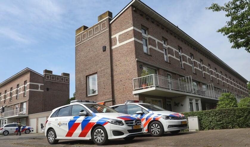Politieonderzoek bij woning en garagebox Singel 1940-1945. (Foto: Gabor Heeres, Foto Mallo)