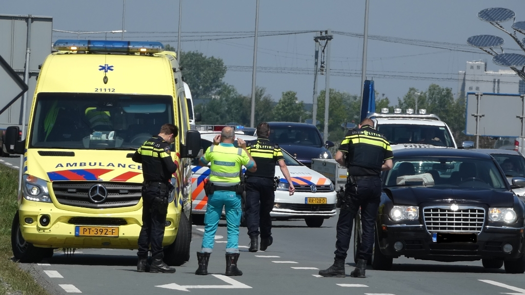 Auto rijdt op Megensebaan tegen vrachtwagen aan. (Foto: Thomas)  © Kliknieuws Oss