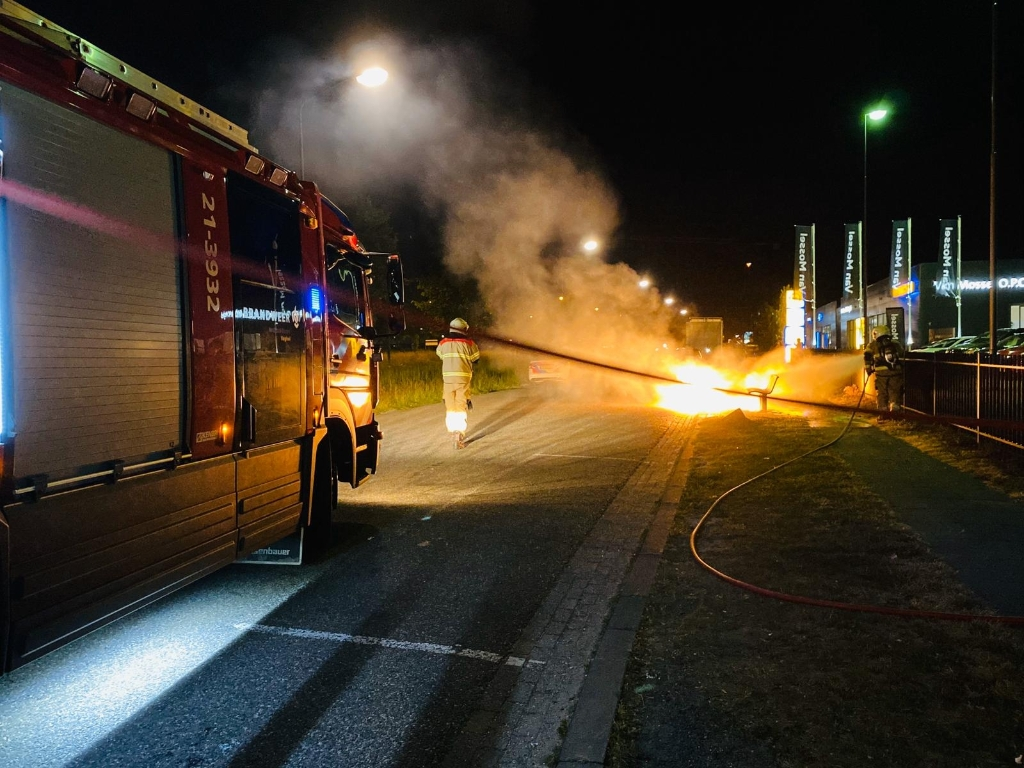 Afvalbak bij Mac vliegt in brand aan Corridor Foto:  © Kliknieuws Veghel