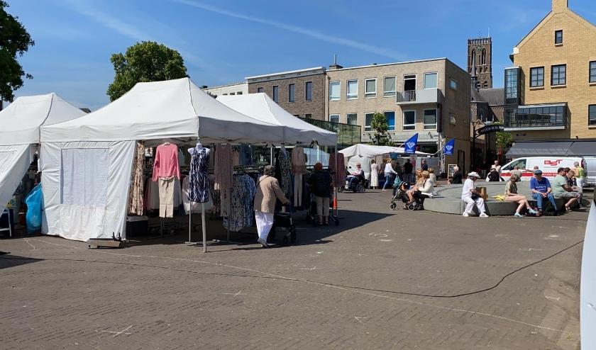 De Osse markt op de Heuvel.