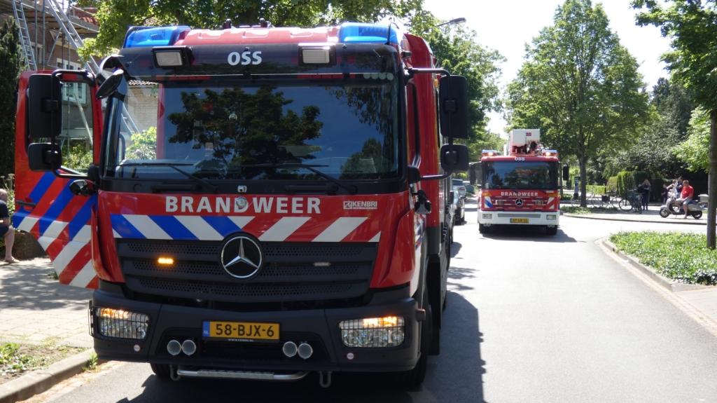 Brandweer in de Burgemeesten van den Elzenlaan. (Foto: Thomas) Foto:  © 112 Brabantnieuws