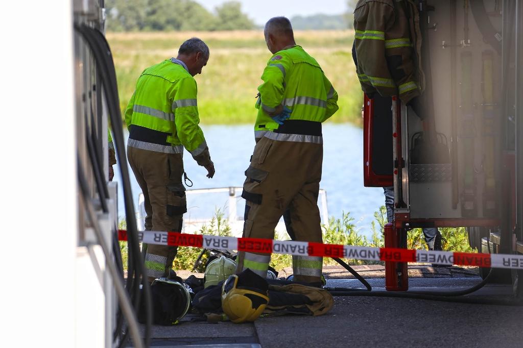 Hulpdiensten na explosie in Lithoijen. (Foto: Gabor Heeres, Foto Mallo)  © 112 Brabantnieuws
