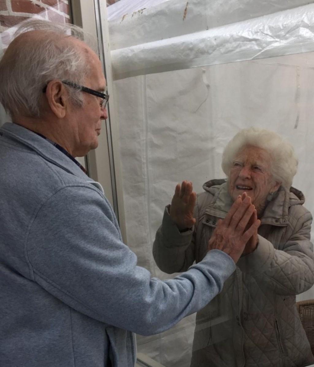 Bij St. Barbara zien meneer en mevrouw Van der Heijden elkaar.  © Kliknieuws Veghel
