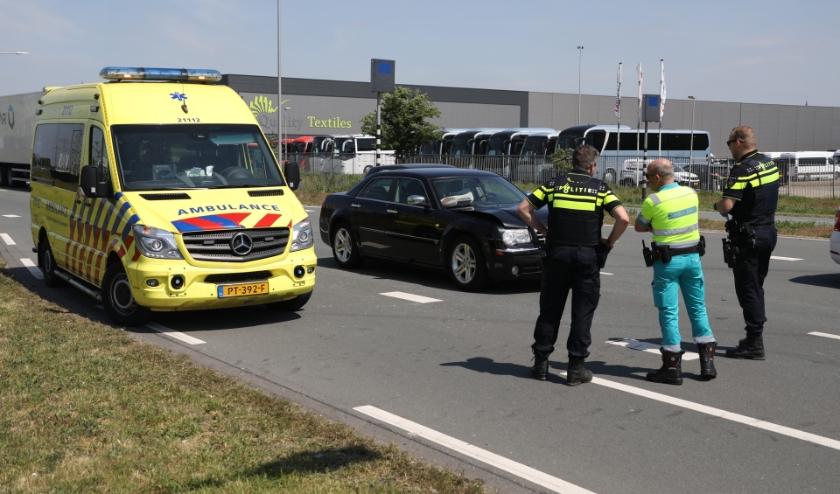 Auto rijdt op Megensebaan tegen vrachtwagen aan. (Foto: Gabor Heeres, Foto Mallo)