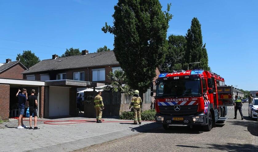 Brandweer opgeroepen voor woningbrand Oude Litherweg. (Foto: Gabor Heeres, Foto Mallo)