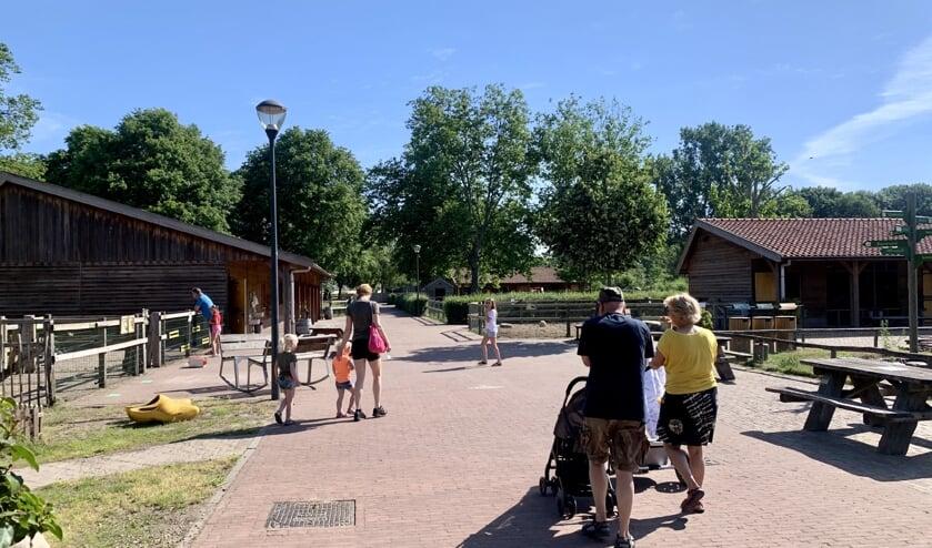 <p>Bezoekers van kinderboerderij De Elzenhoek.</p>