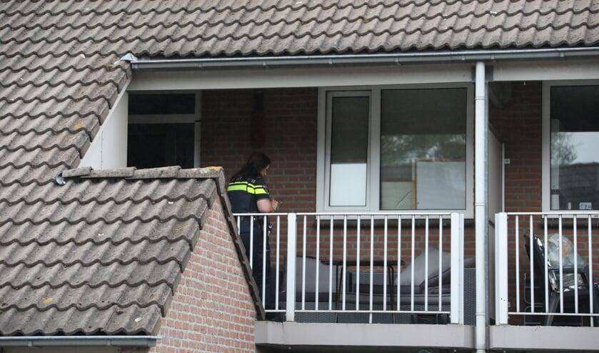 Onderzoek van de politie in de Ludovicushof. (Foto: Gabor Heeres, Foto Mallo)