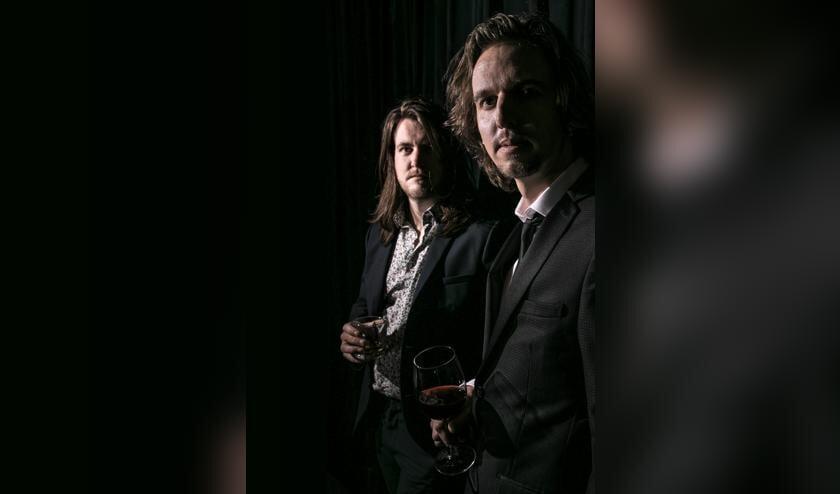Het duo Zingende Zinnen staat in maart in theater De Lievekamp, voor het eerst en met band.