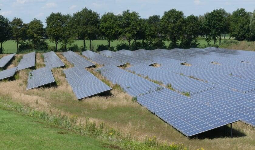 Zonnepanelen in Veghel langs de A50.