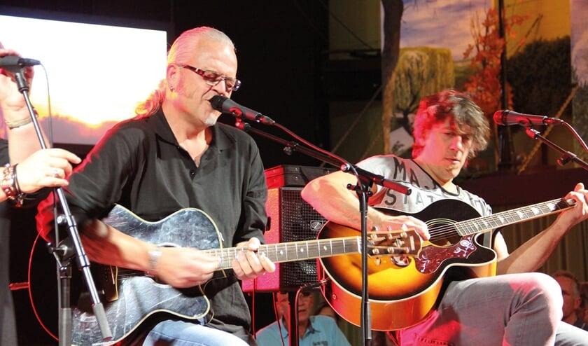 Two Stools; het akoestische Rock en Blues duo van rasmuzikanten Rob Meulepas en Harry Hendriks.