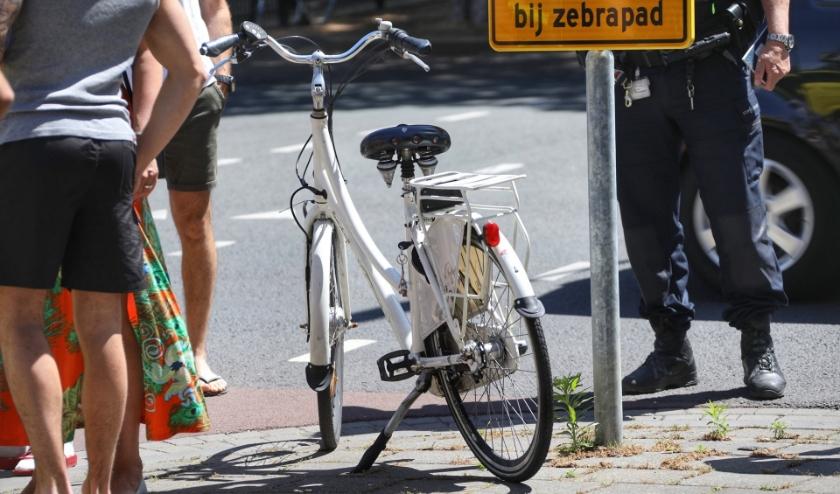 Fietsster gewond op 'bekende kruising'. (Foto: Gabor Heeres / Foto Mallo)