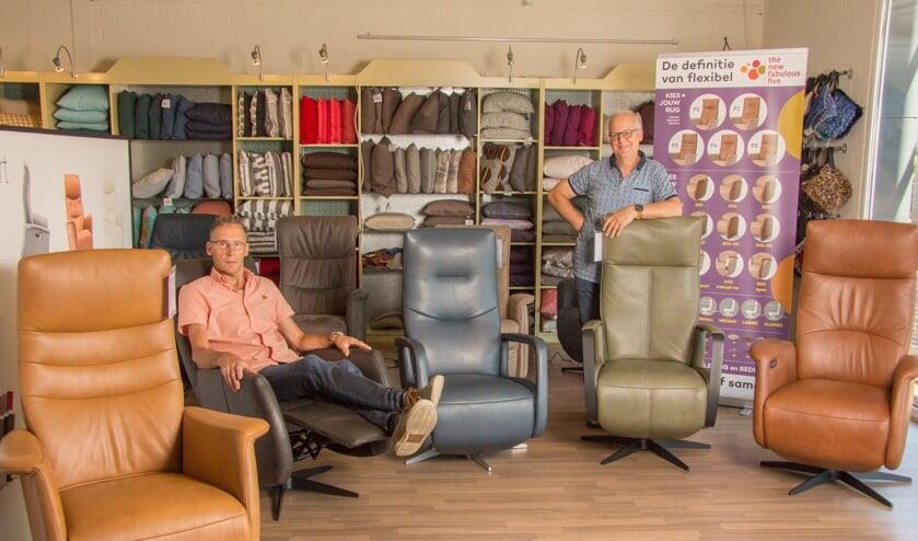 Eigenaren Gerrie van Wijk (l) en Henri van der Straaten (r) van Van Haren Meubelstudio.