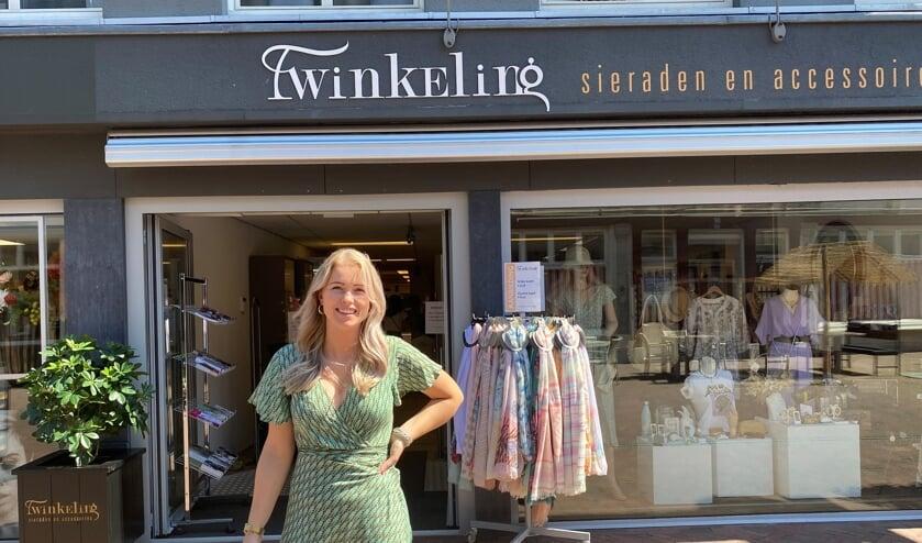 Naomi Goossens is op woensdag 1 juli vijf jaar de eigenaresse van Twinkeling Sieraden en Accessoires. (Tekst en foto: Jos Gröniger)