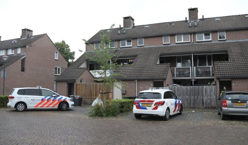 Onderzoek van de politie in de Ludoviciushof. (Foto: Gabor Heeres, Foto Mallo)