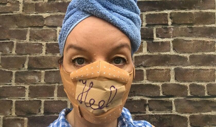 De interim-voorstelling HEEL van Sanne Wallis de Vries is een interactieve cabaretvoorstelling.