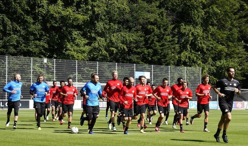 Met PSV-kenner Rik Elfrink praat men over de kansen dit seizoen voor Tijn Daverveld uit Wilbertoord om door te breken bij PSV.