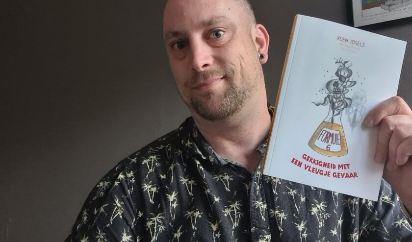 Basisschoolleraar Koen Vogels met zijn kinderboek Formule 6 - Gekkigheid met een vleugje gevaar.