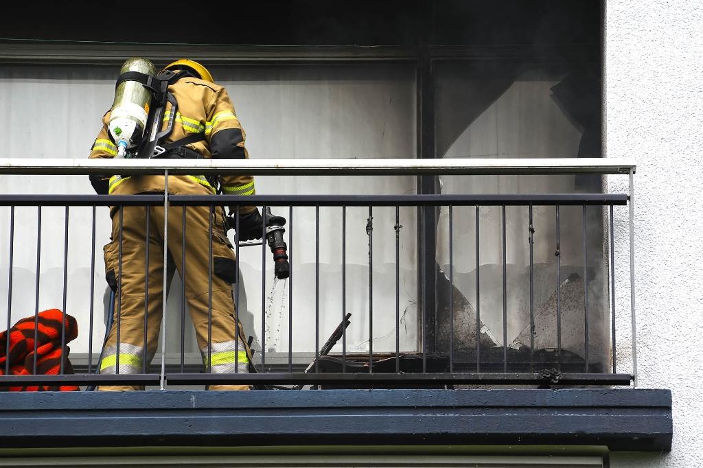 Brandweer in Anna van Schuurmanstraat. (Foto: Gabor Heeres, Foto Mallo)  © 112 Brabantnieuws