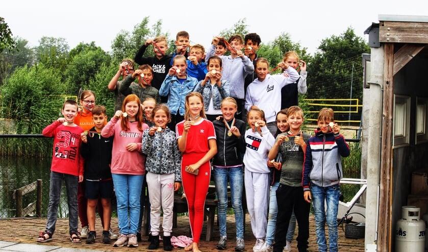 De kinderen kregen een speciale medaille.