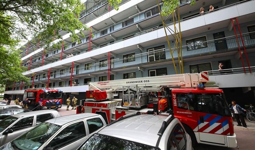 Brandweer in Anna van Schuurmanstraat. (Foto: Gabor Heeres, Foto Mallo)
