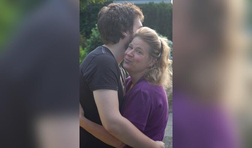 Anja Paalvast met haar zoon Mike.