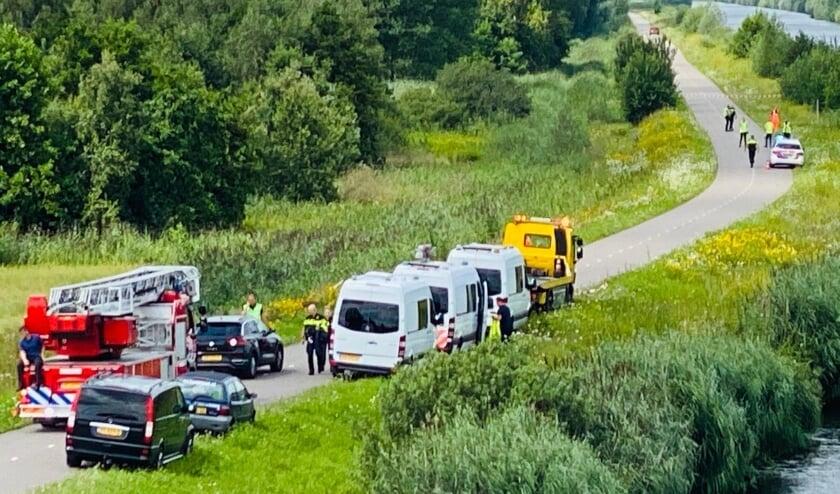 Drie VOA(Verkeersongevallenanalyse)-bussen zijn aanwezig voor onderzoek.