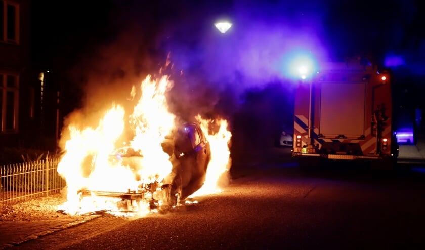 Aan de Sebastianusweg in Vianen is in de nacht van zaterdag op zondag een auto uitgebrand. De politie gaat uit van brandstichting.