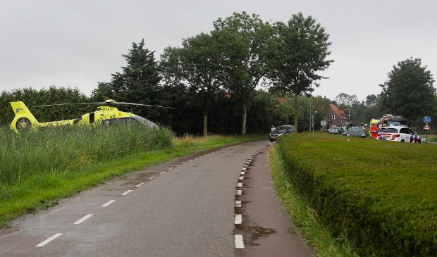 Drie auto's botsen op Dorpenweg in Ravenstein. (Foto: Gabor Heeres, Foto Mallo)  © Kliknieuws Oss