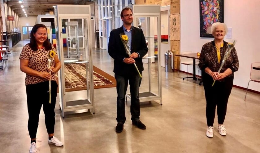 Wethouder Menno Roozendaal (midden) opende de expositie.