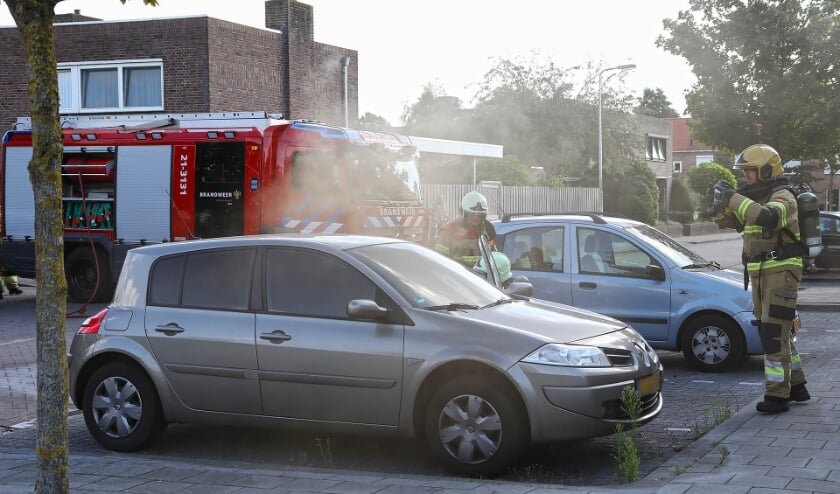 De autobrand in Oss. (Foto: Gabor Heeres, Foto Mallo)