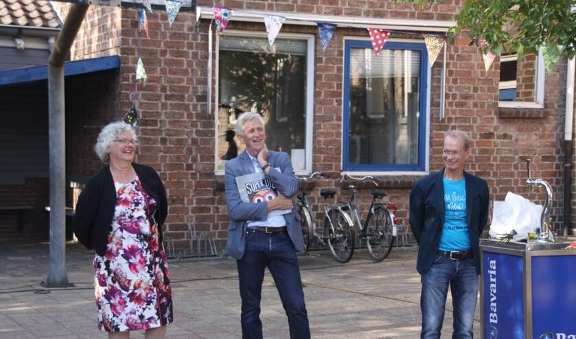 Docenten nemen afscheid van De Uilenbrink. Van links naar rechts: Linda, Kees en Tonny.