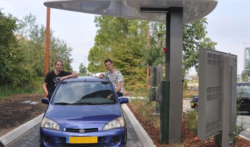Het kostte wat moeite, maar Firmin (links) en Kevin (rechts) werden rijkelijk beloond. (Foto: McDonalds Boxmeer)