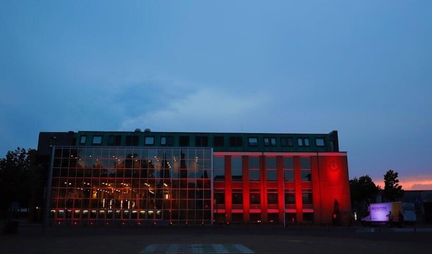 Het Cuijkse Primetime Eventtechniek en Eventstyling heeft in het kader van de actie #WeMakeEvents het gemeentehuis in Cuijk rood verlicht.