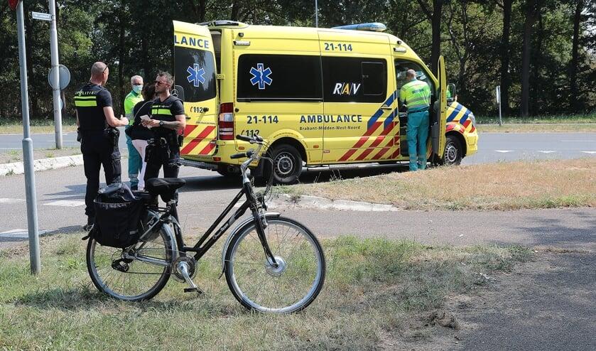 Fietser gewond bij ongeval op Ruwaardsingel. (Foto: Charles Mallo/Foto Mallo)