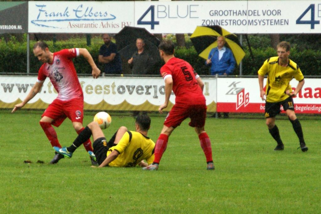 SSS'18 en Geussel Sport maakten er een spectaculaire bekerpot van. Foto: Voetbal-shoot.nl/Jeff Meijs © Kliknieuws Veghel