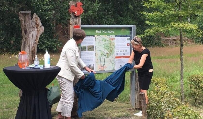 Eén van drie informatiepanelen met vernieuwde wandelroutes.